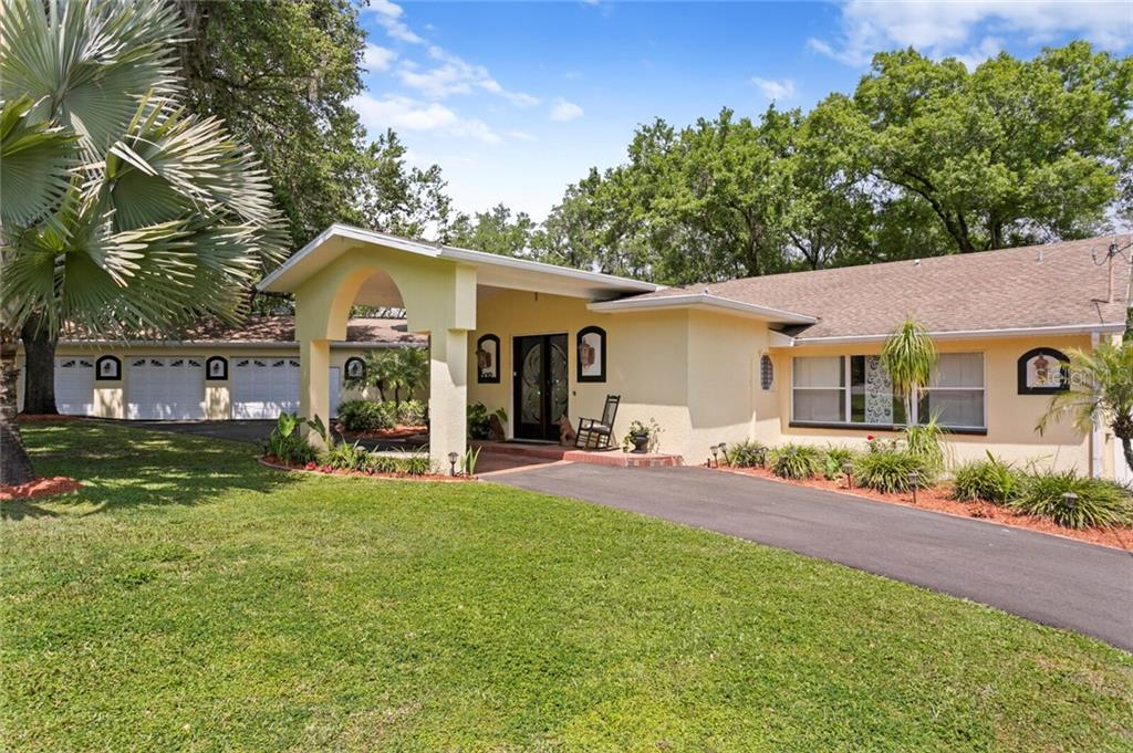 602 VANDERBAKER ROAD Property Photo - TEMPLE TERRACE, FL real estate listing