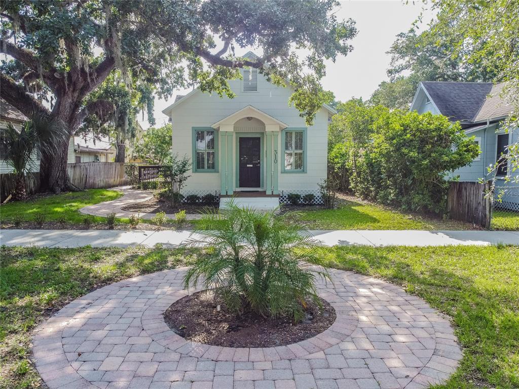 310 S Elm Avenue Property Photo