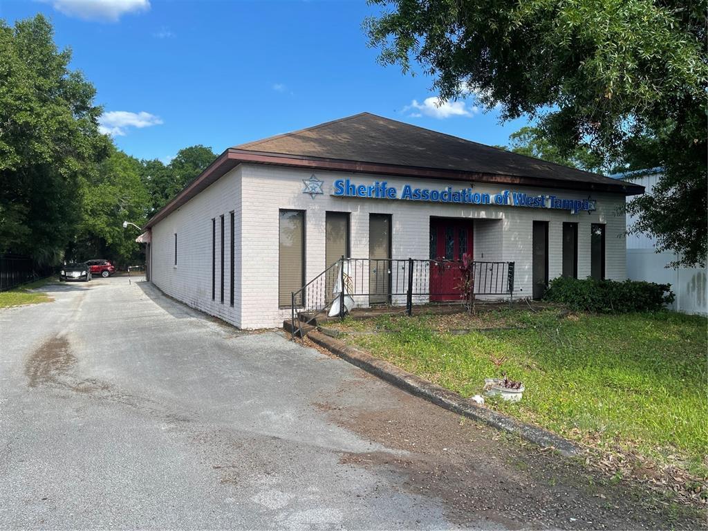 4609 N Clark Avenue Property Photo