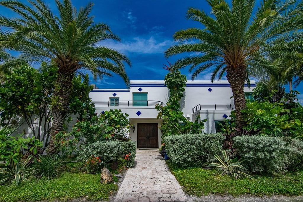 941 Bay Esplanade Property Photo 1