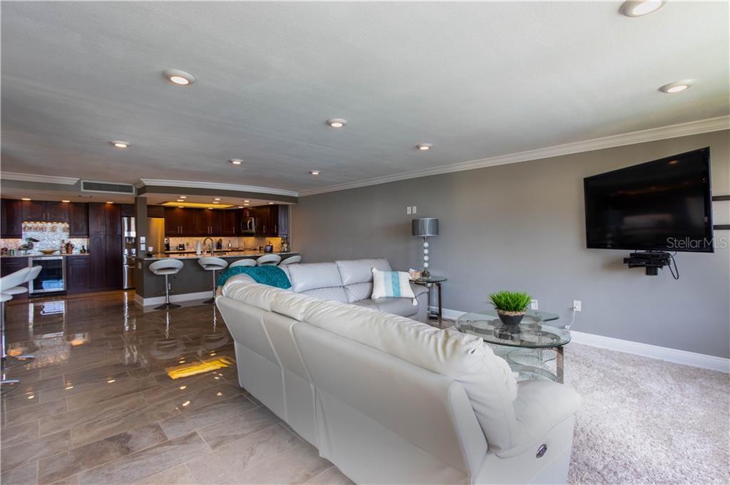 700 Island Way I Condo Real Estate Listings Main Image