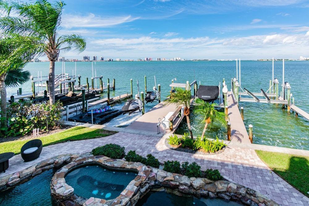 22 N PINE CIR Property Photo - BELLEAIR, FL real estate listing