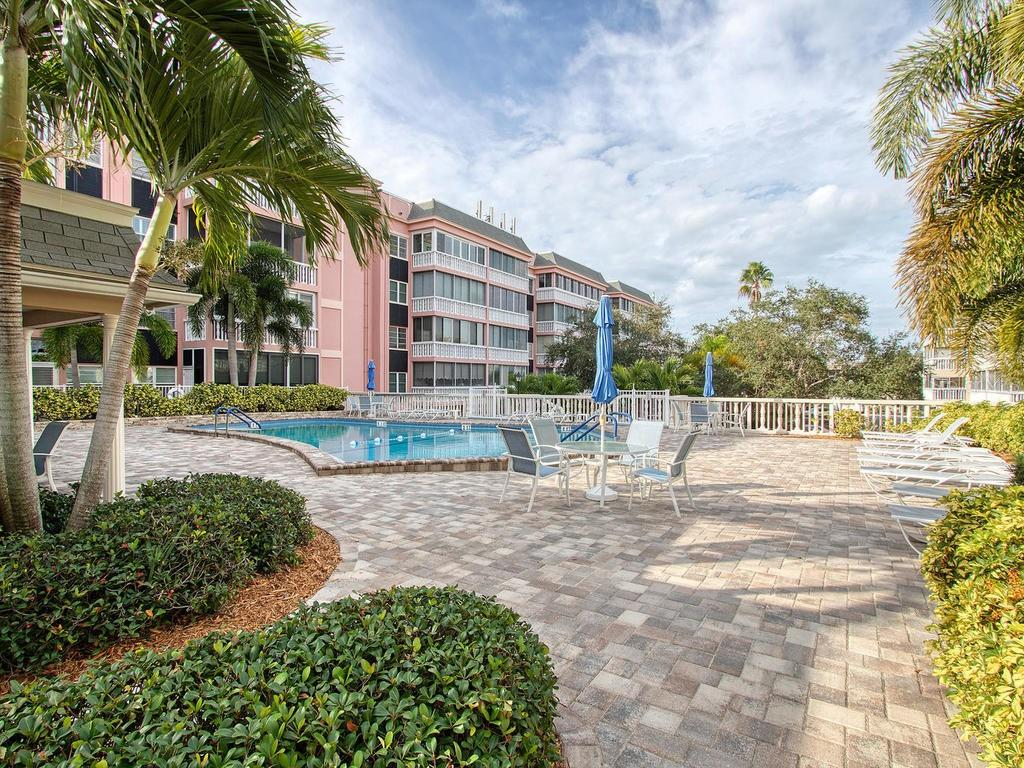 131 BLUFF VIEW DRIVE #401 Property Photo - BELLEAIR BLUFFS, FL real estate listing