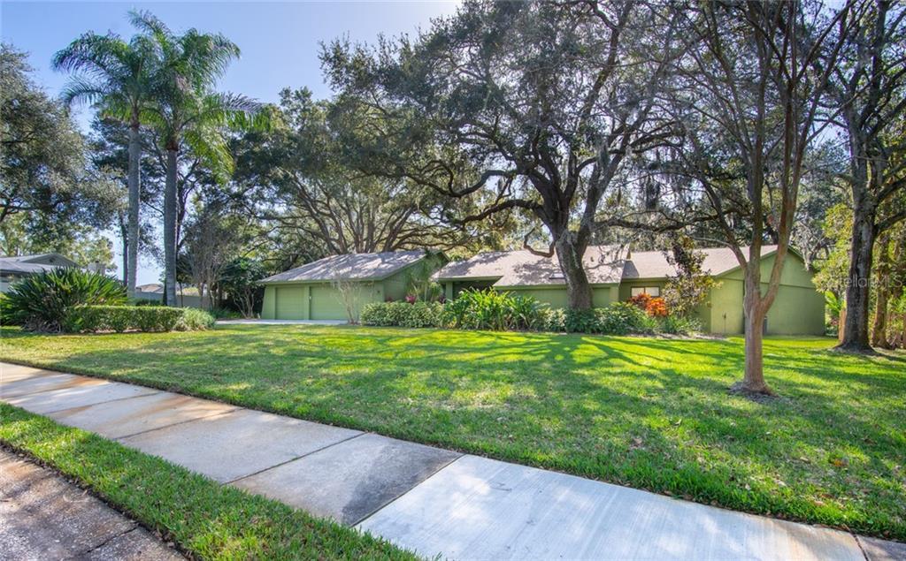 2085 LYNNWOOD CT Property Photo - DUNEDIN, FL real estate listing