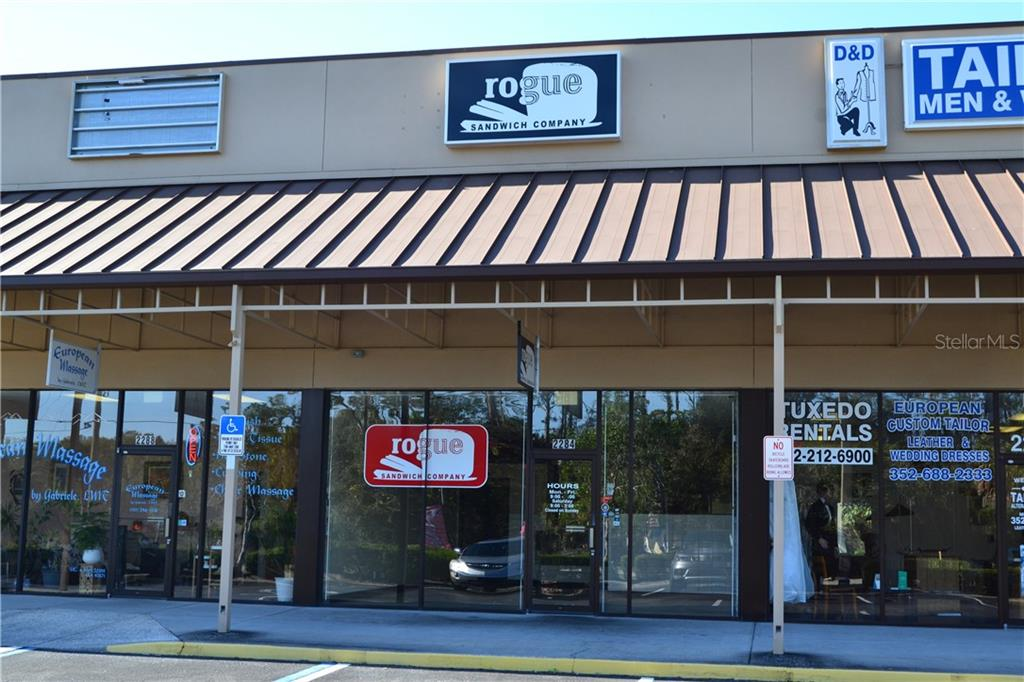 2284 Commercial Way Property Photo