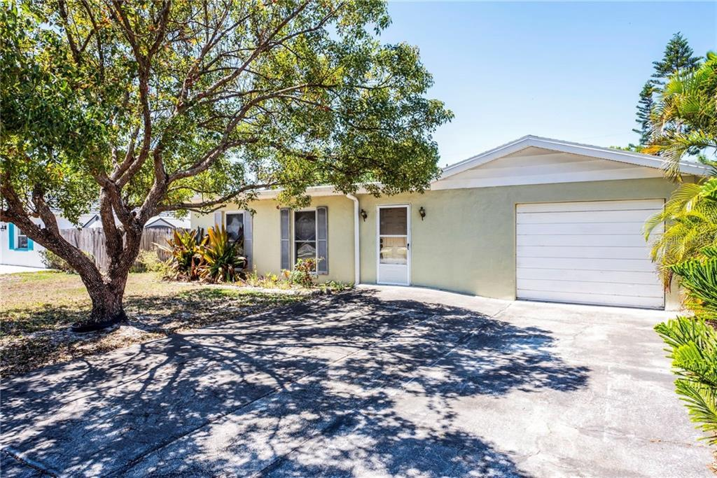 8425 LANTANA DRIVE Property Photo - SEMINOLE, FL real estate listing
