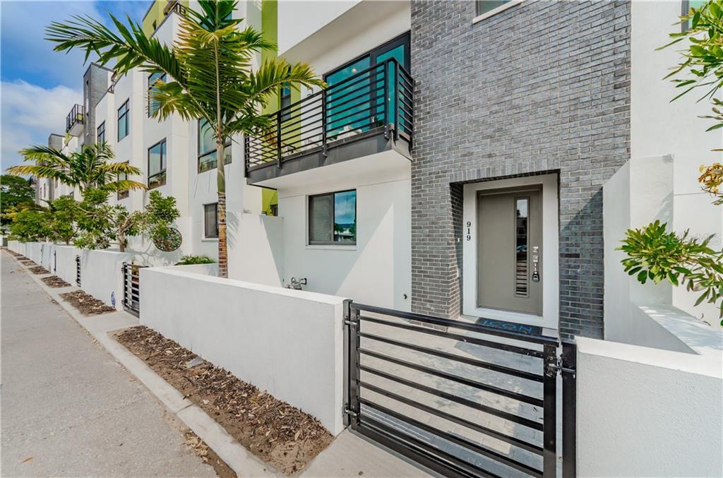 945 ARLINGTON AVENUE Property Photo - ST PETERSBURG, FL real estate listing