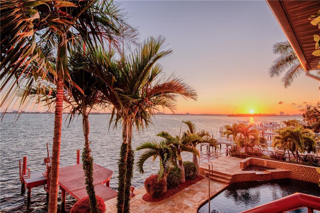 5911 BAYVIEW CIR S Property Photo - GULFPORT, FL real estate listing