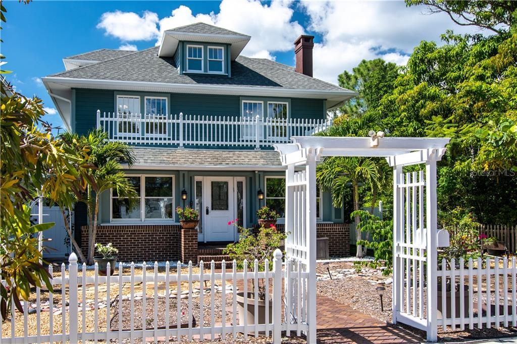 135 21ST AVE SE Property Photo - ST PETERSBURG, FL real estate listing