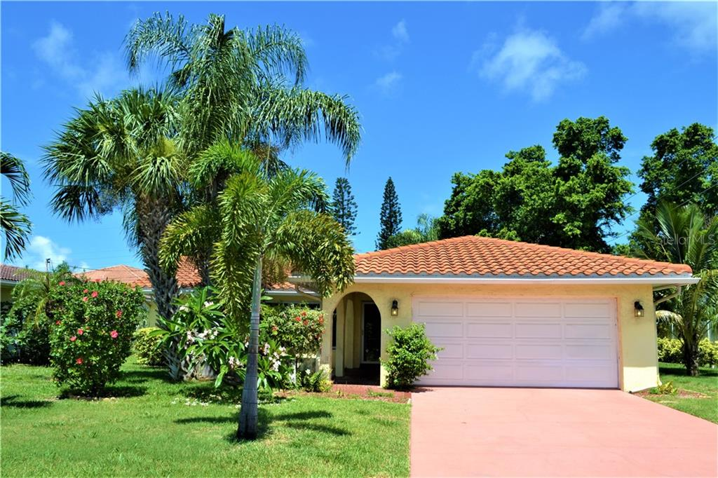 1040 SPRUCE DRIVE Property Photo - BELLEAIR BEACH, FL real estate listing