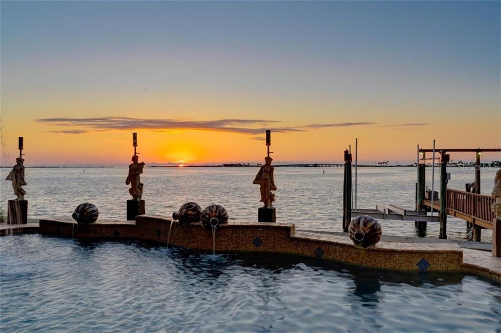 2262 HARBOR VIEW DR Property Photo - DUNEDIN, FL real estate listing