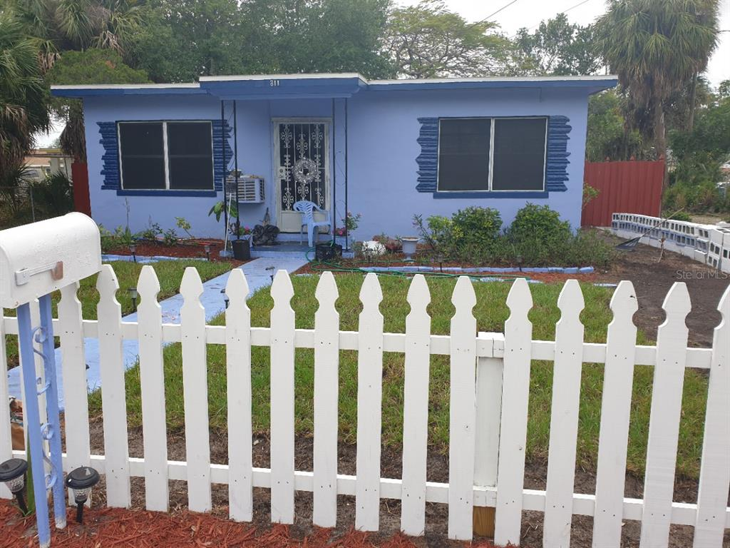 811 Queen Street S Property Photo