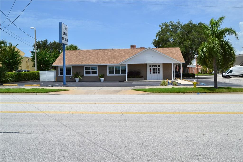 2715 W BAY DRIVE Property Photo - BELLEAIR BLUFFS, FL real estate listing