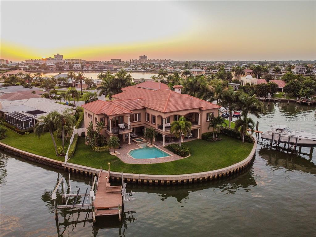 247 BATH CLUB BOULEVARD N Property Photo - NORTH REDINGTON BEACH, FL real estate listing