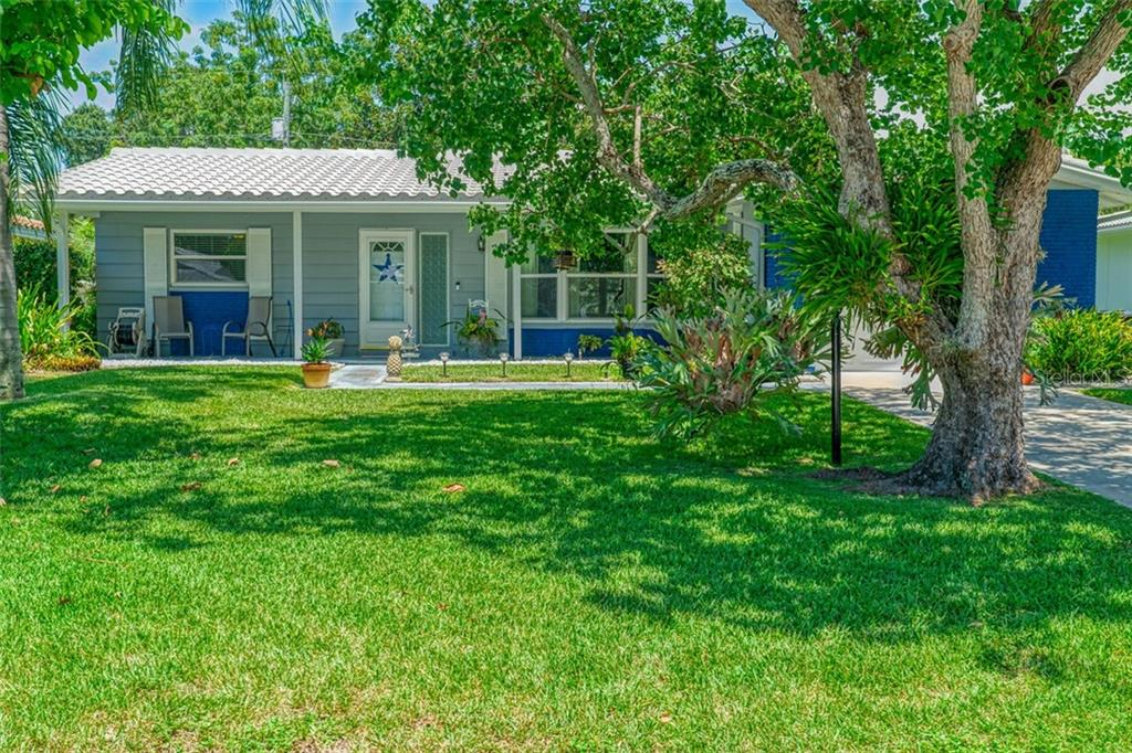 2347 SURREY LANE Property Photo - CLEARWATER, FL real estate listing
