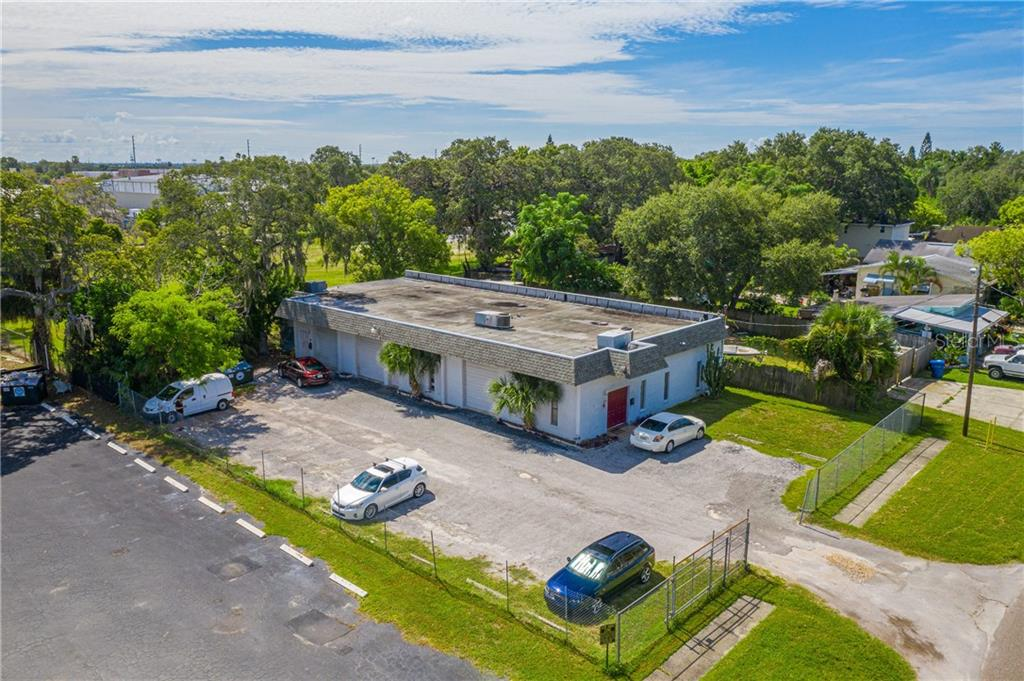 689 4TH STREET NW Property Photo - LARGO, FL real estate listing