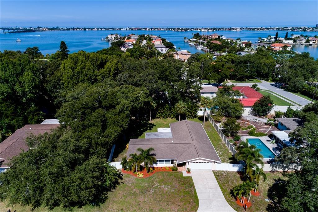719 OAKRIDGE LANE Property Photo - BELLEAIR BLUFFS, FL real estate listing