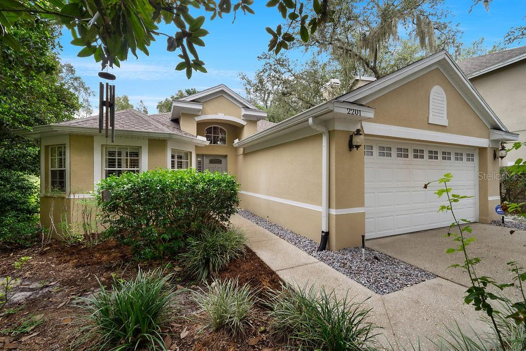 2201 GREEN OAKS LANE Property Photo - TAMPA, FL real estate listing
