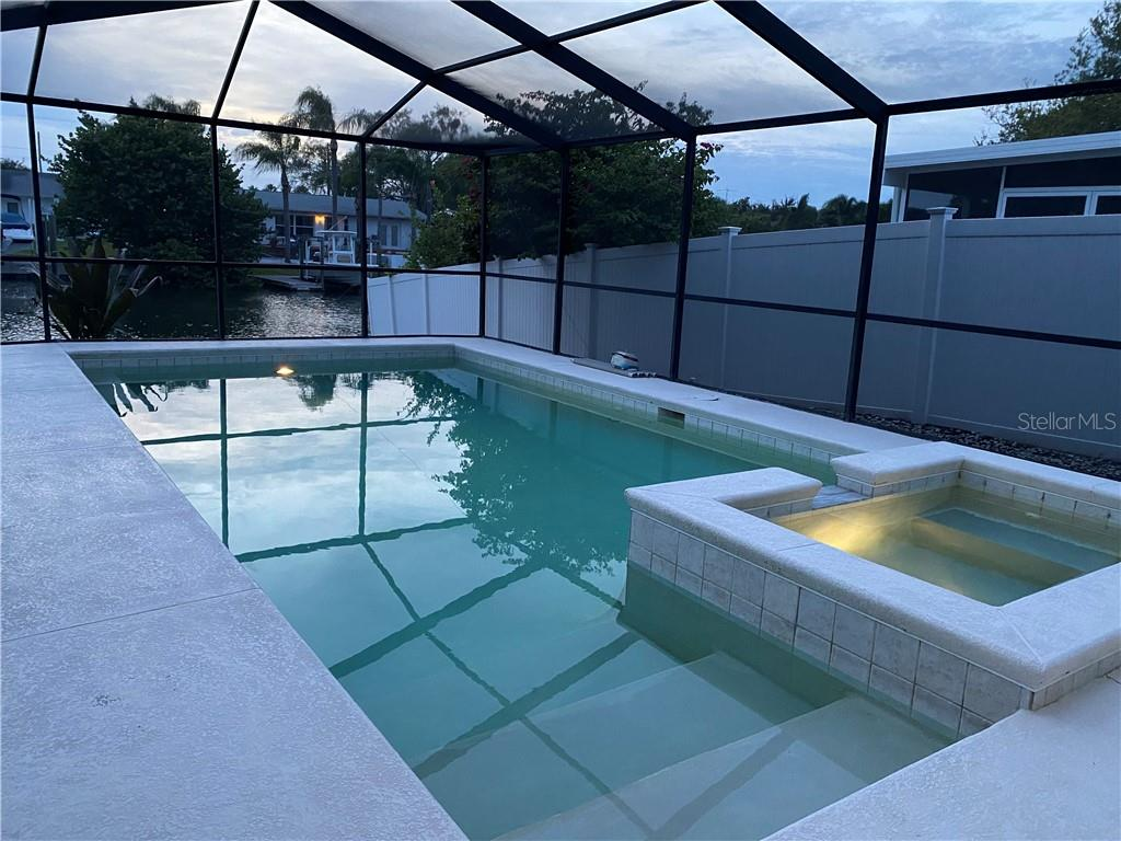 3916 FONTAINEBLEAU DR Property Photo - TAMPA, FL real estate listing