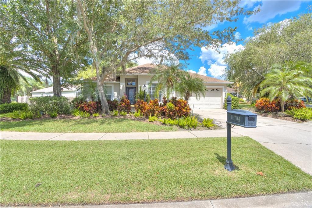 11704 DERBYSHIRE DRIVE Property Photo - TAMPA, FL real estate listing