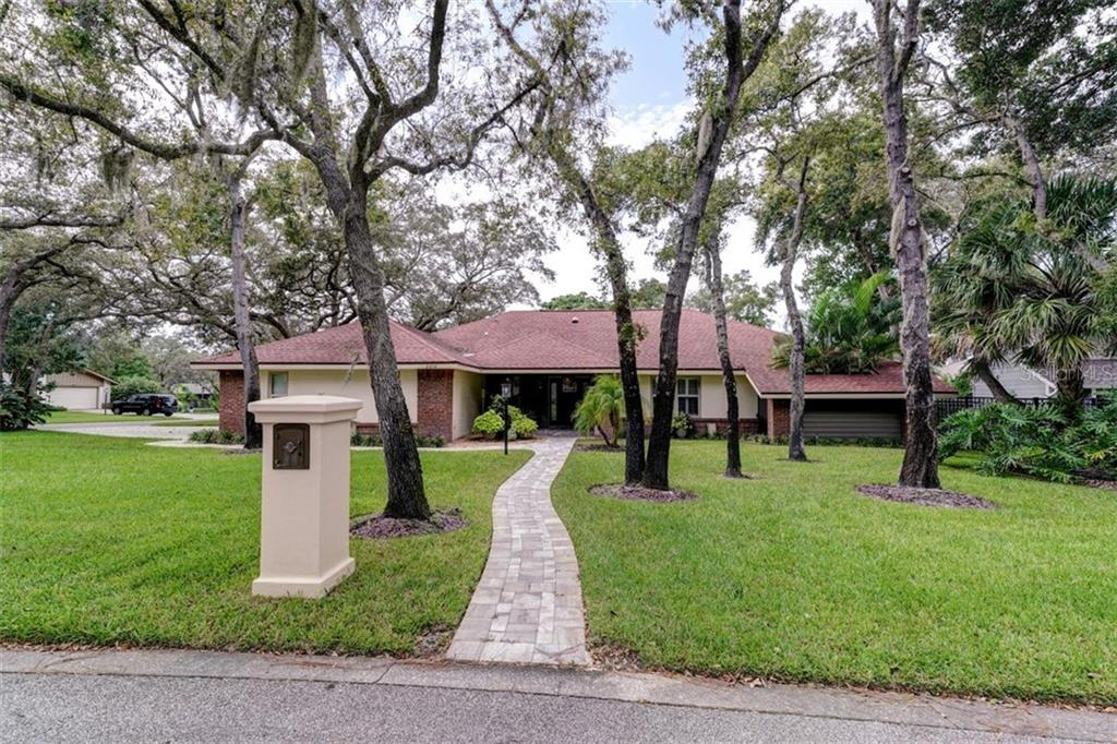 2414 BUTTERNUT COURT Property Photo - DUNEDIN, FL real estate listing