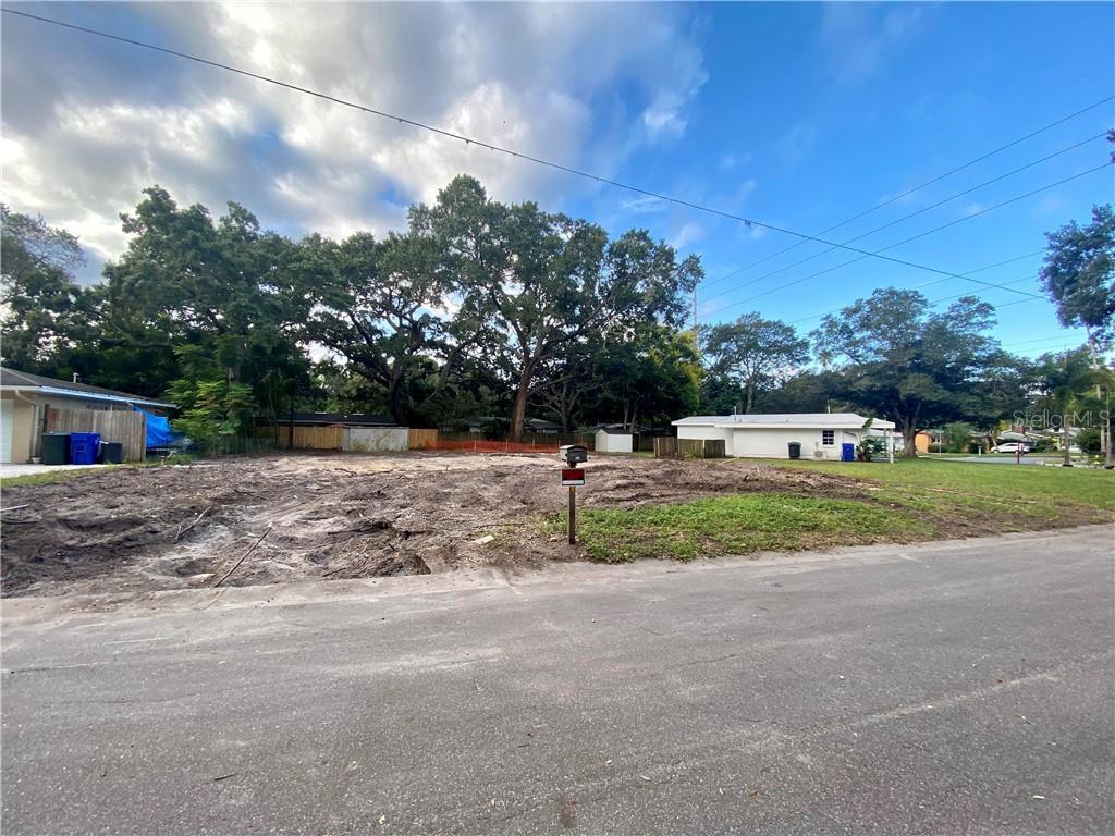 817 WILKIE STREET Property Photo