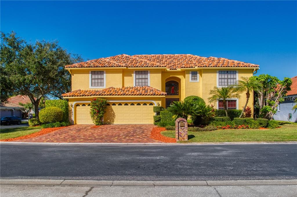 1128 RED MAPLE CIRCLE NE Property Photo - ST PETERSBURG, FL real estate listing