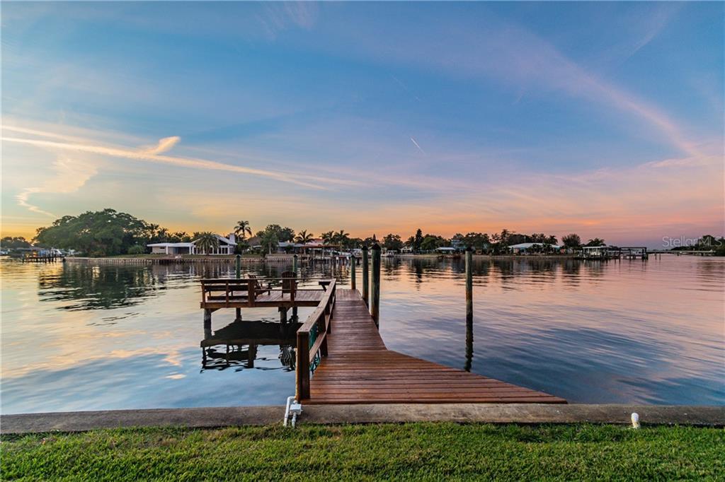935 EDEN ISLE DRIVE NE Property Photo - ST PETERSBURG, FL real estate listing