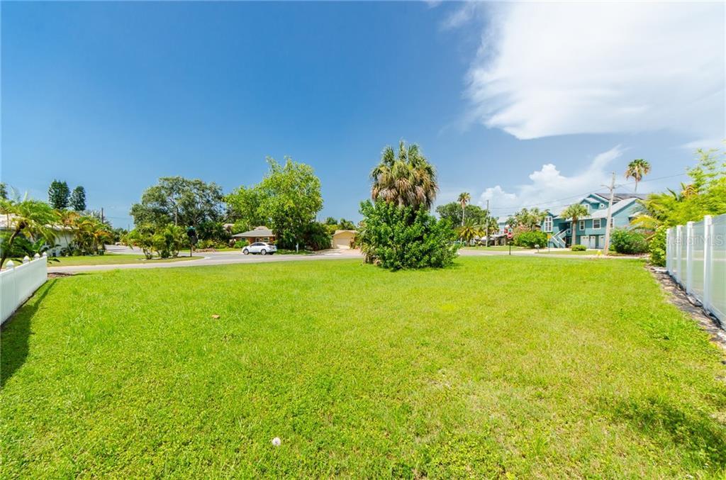 Bay Pine Boulevard Property Photo