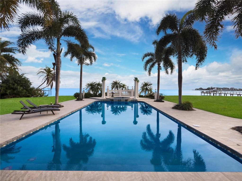 6320 BAHAMA SHORES DRIVE S Property Photo - ST PETERSBURG, FL real estate listing
