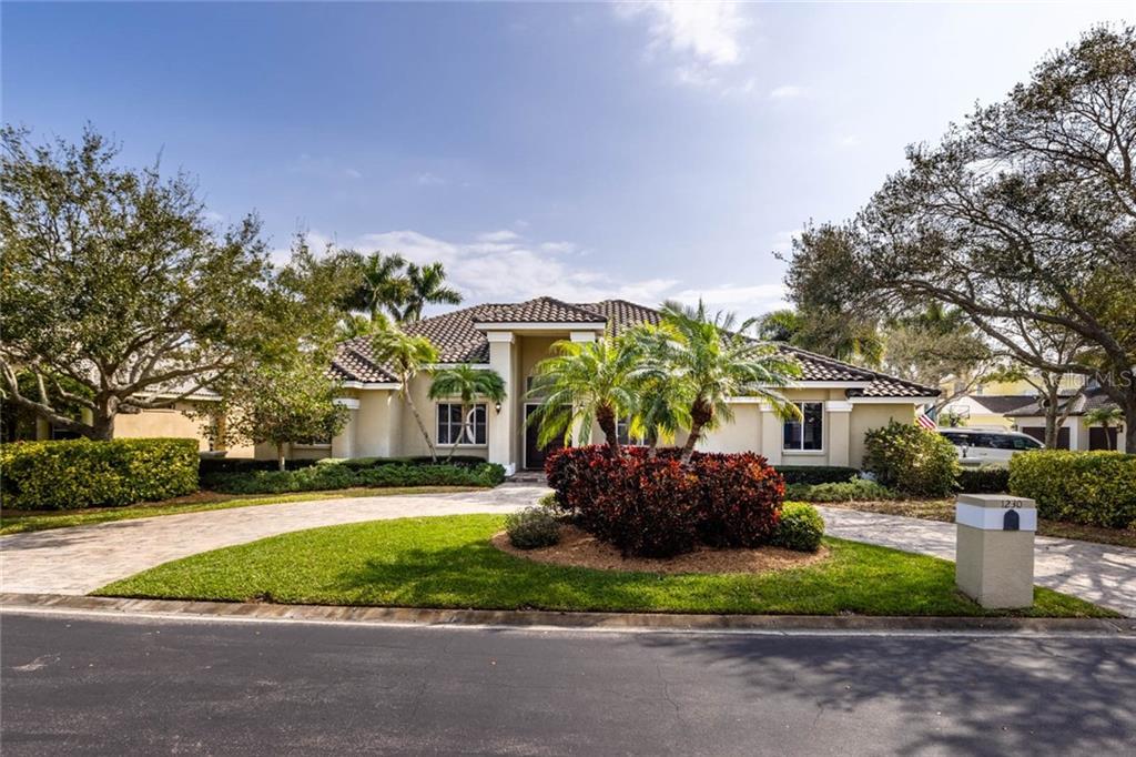 1230 DARLINGTON OAK CIRCLE NE Property Photo - ST PETERSBURG, FL real estate listing