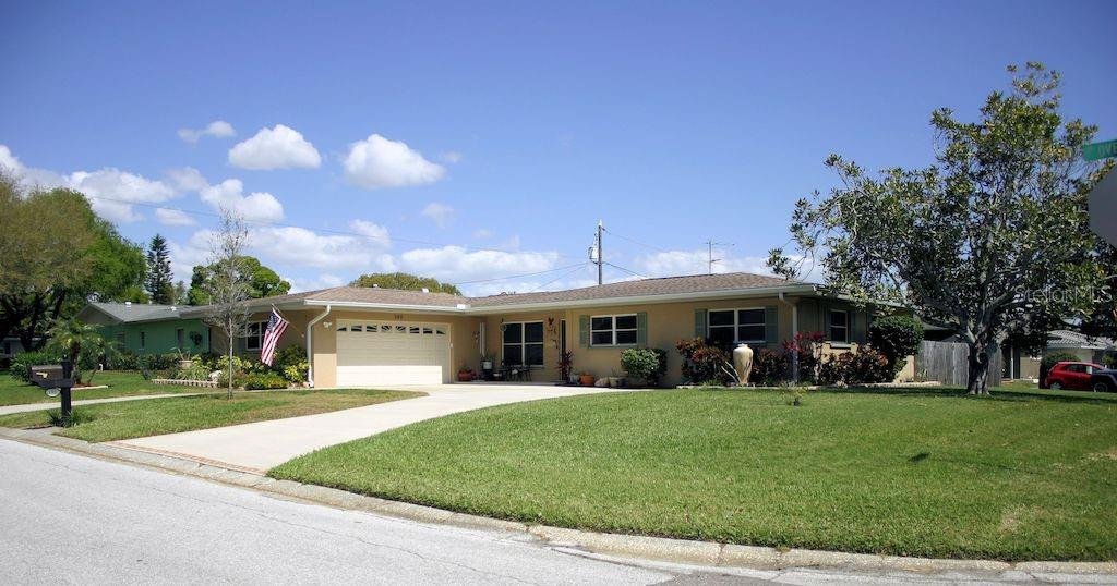 195 OVERBROOK STREET W Property Photo - BELLEAIR BLUFFS, FL real estate listing