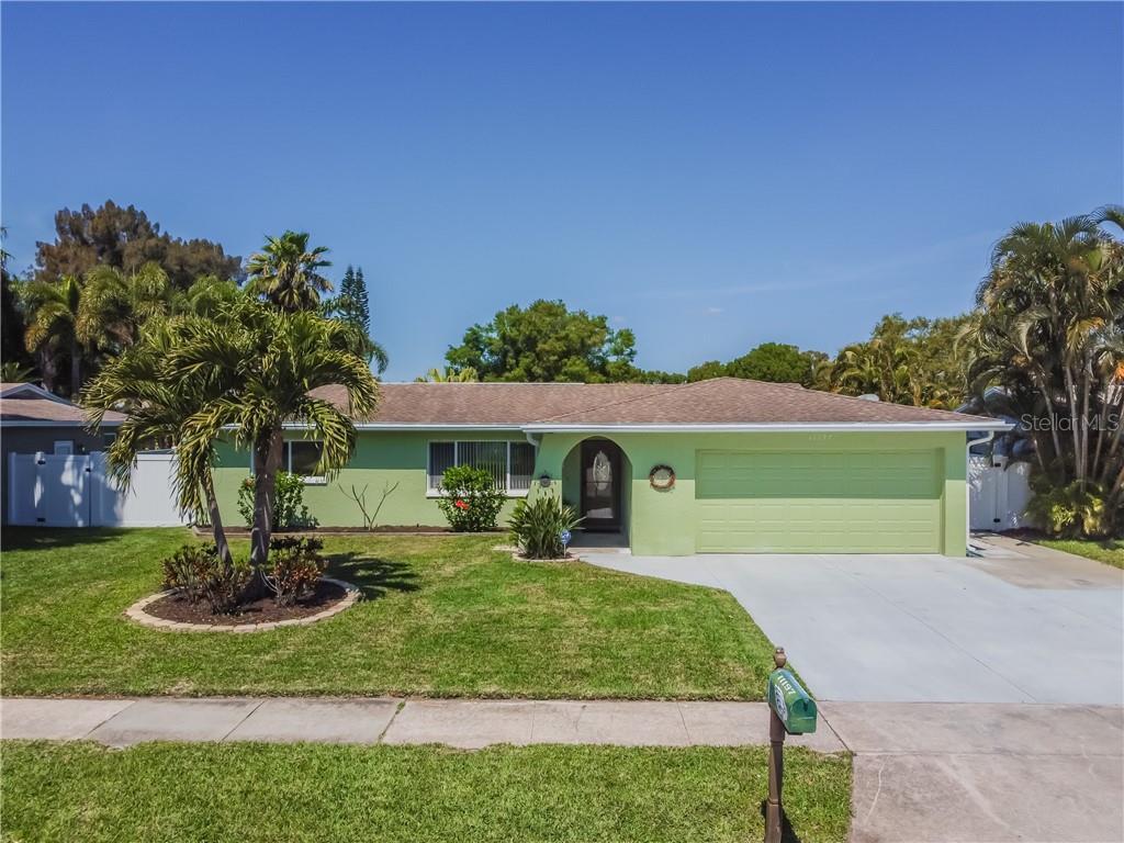11197 111TH AVENUE Property Photo - SEMINOLE, FL real estate listing