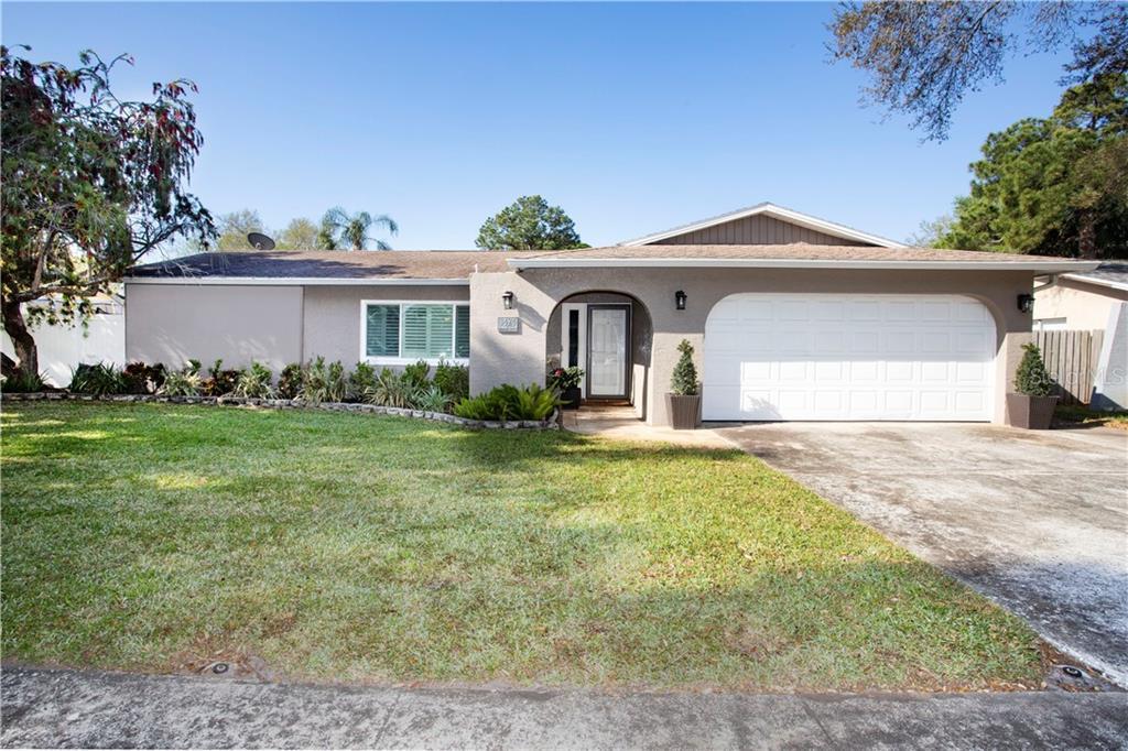 8424 MONARCH CIRCLE Property Photo - SEMINOLE, FL real estate listing