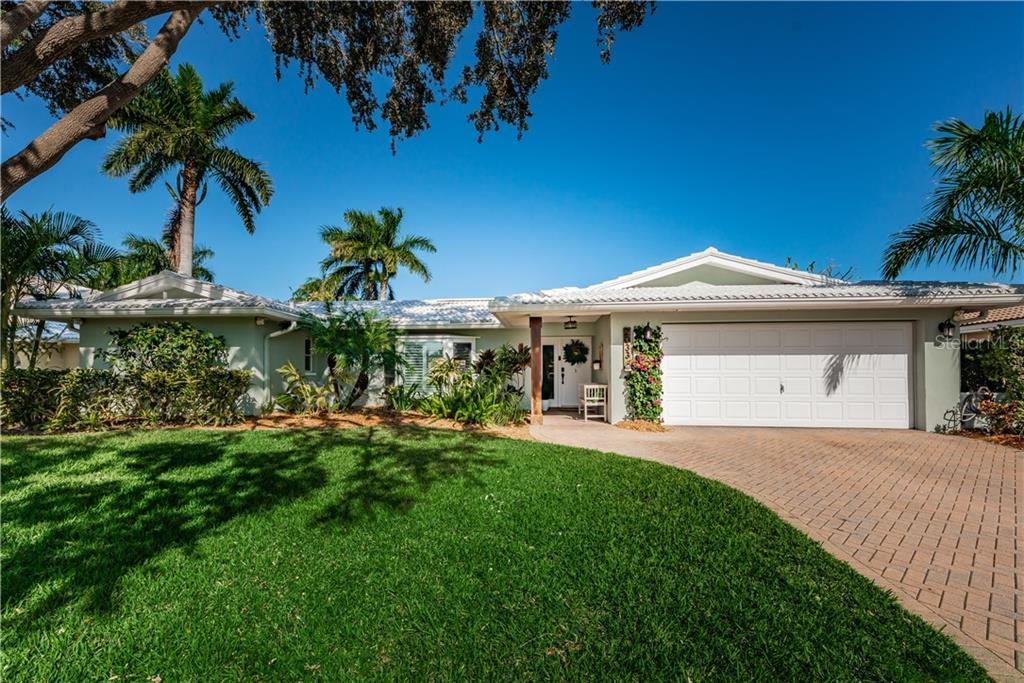 2033 TANGLEWOOD DRIVE NE Property Photo - ST PETERSBURG, FL real estate listing
