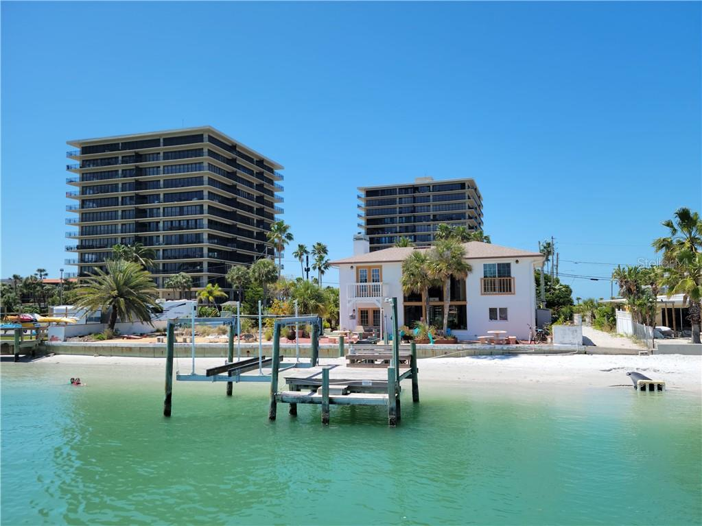 7675 BAYSHORE DRIVE Property Photo - TREASURE ISLAND, FL real estate listing