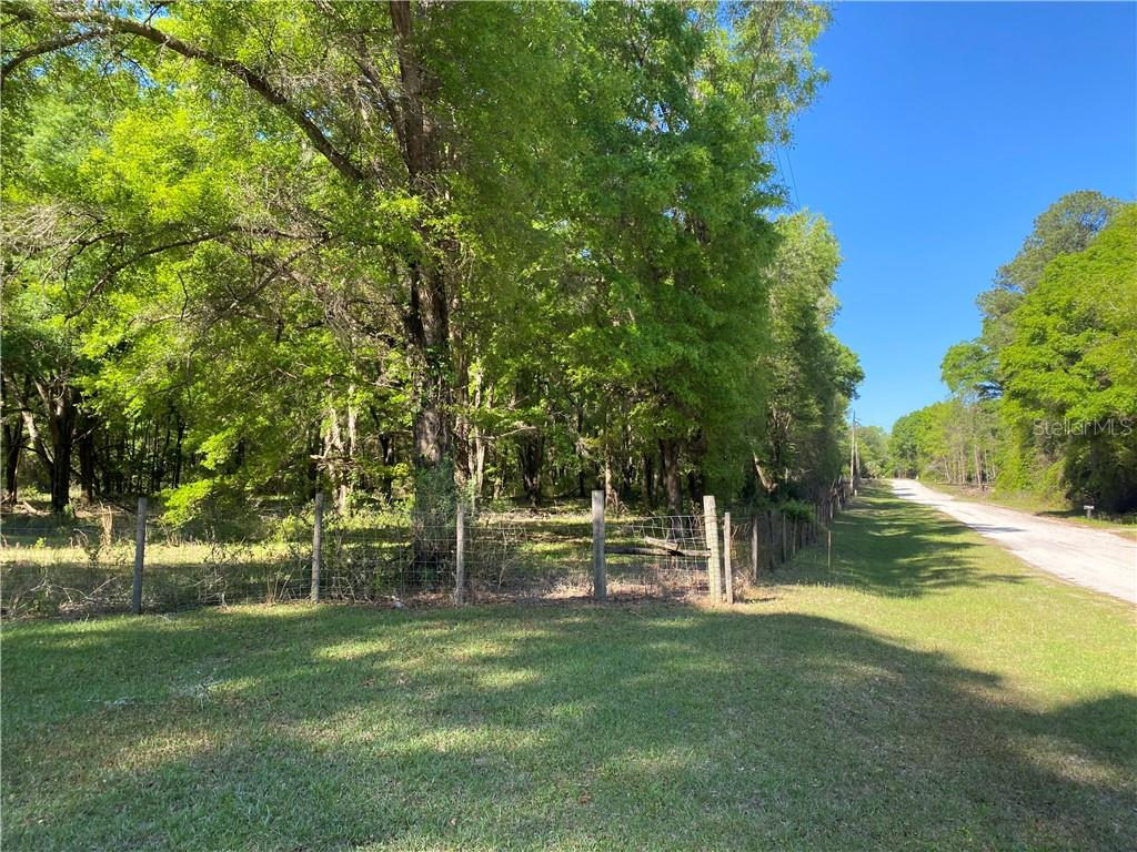 324 SE STARDUST PLACE Property Photo - LAKE CITY, FL real estate listing