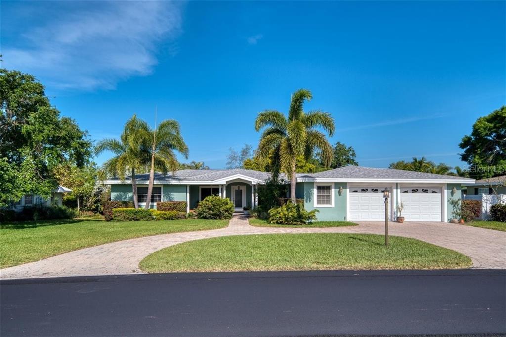 124 CRESTWOOD LANE Property Photo - LARGO, FL real estate listing