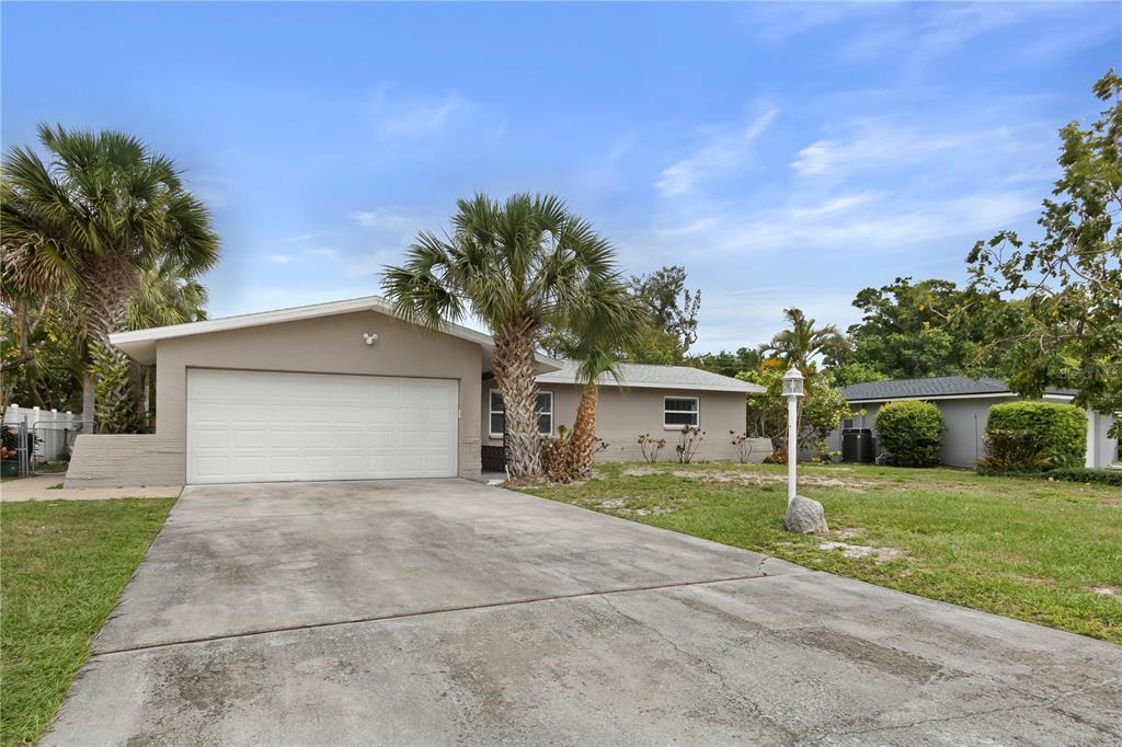 595 LOIS LANE Property Photo - BELLEAIR BLUFFS, FL real estate listing