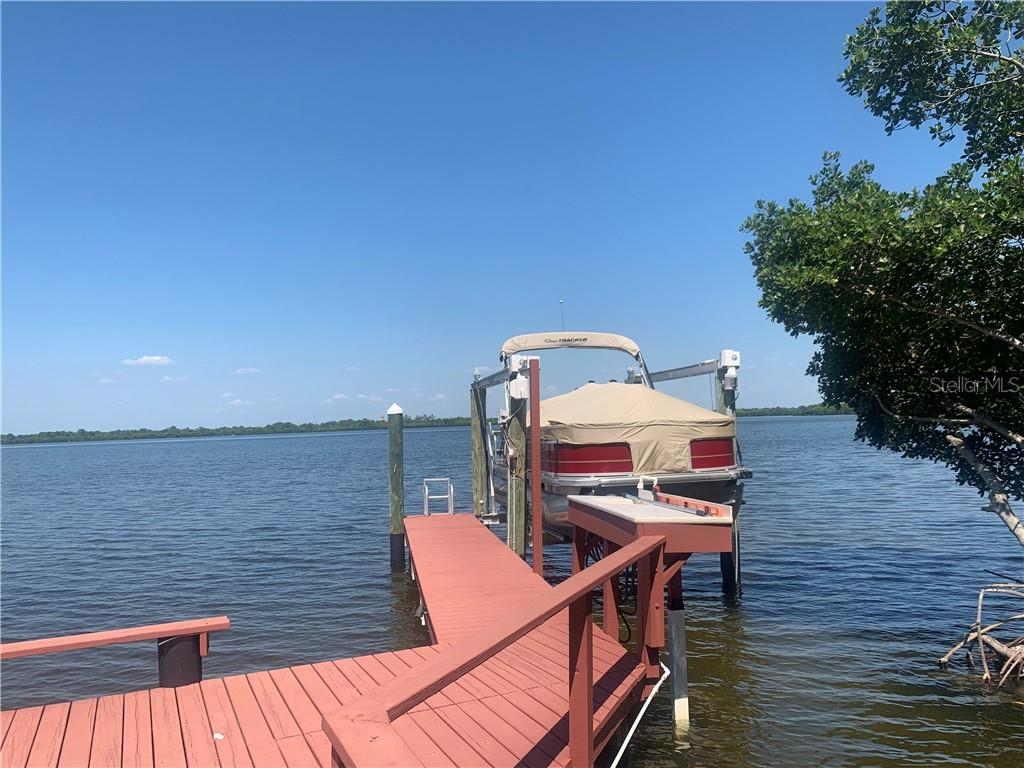 1081 MARCO DRIVE NE Property Photo - ST PETERSBURG, FL real estate listing