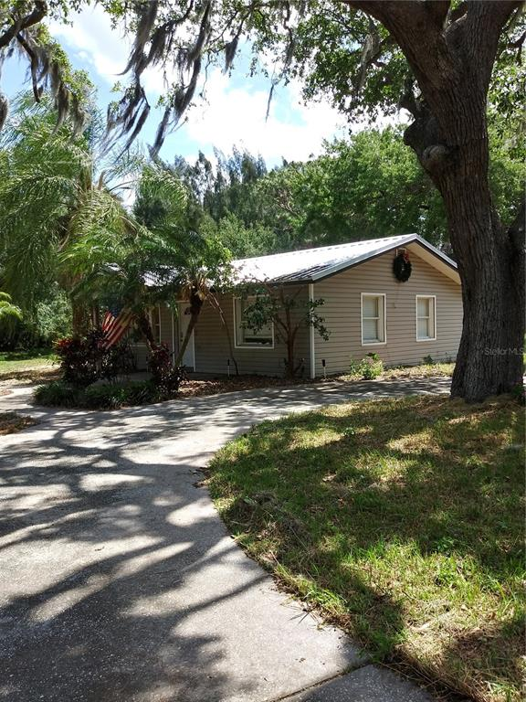 2113 Cemetery Road Property Photo