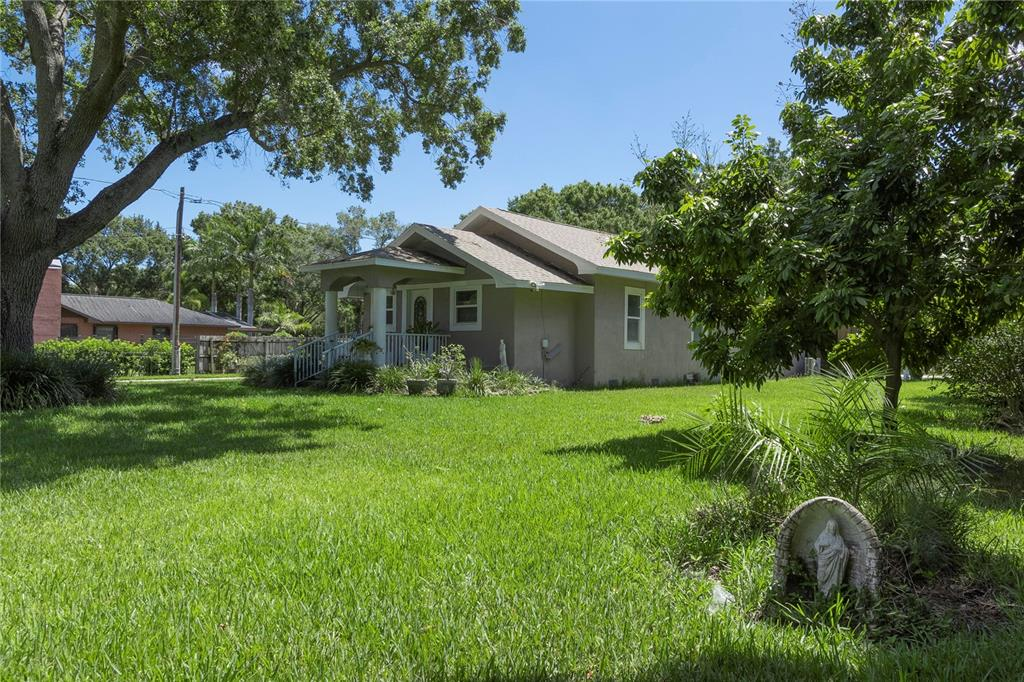 11285 60th Street N Property Photo