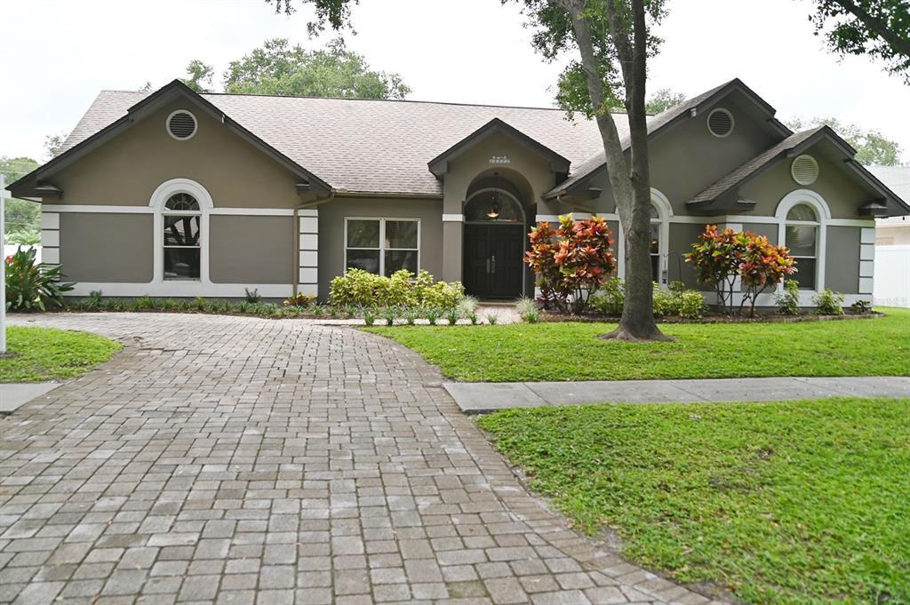 12377 Oaks Lane Property Photo