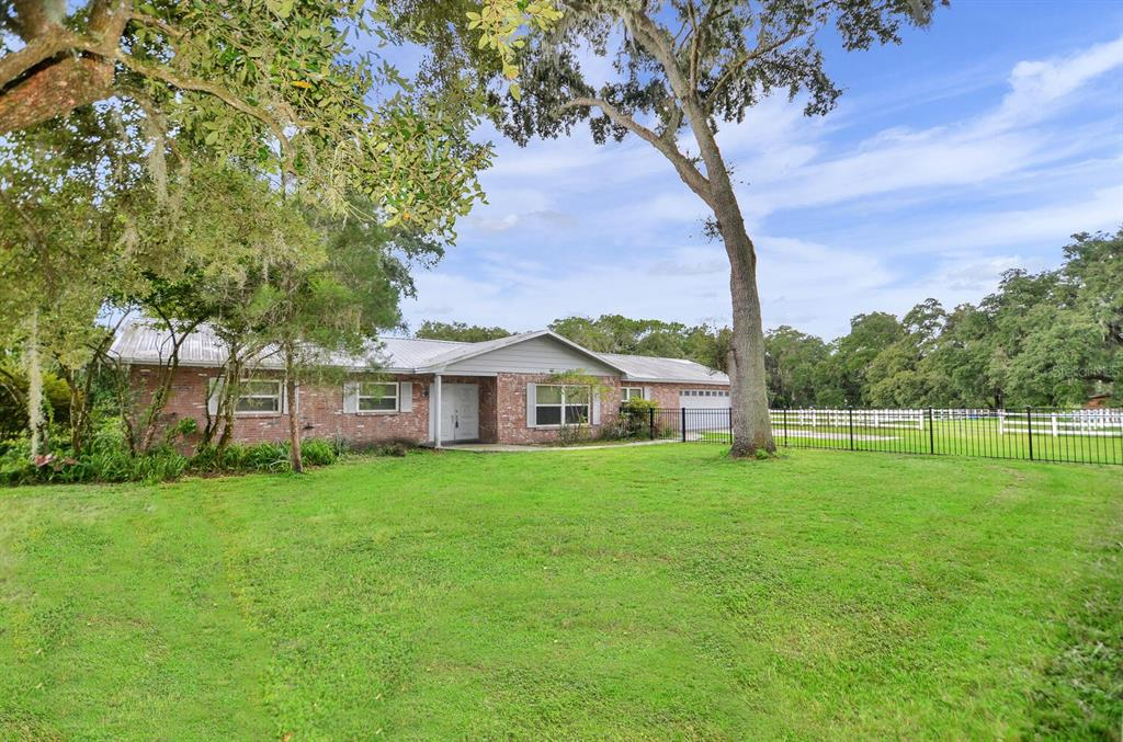 8711 W Knights Griffin Road Property Photo