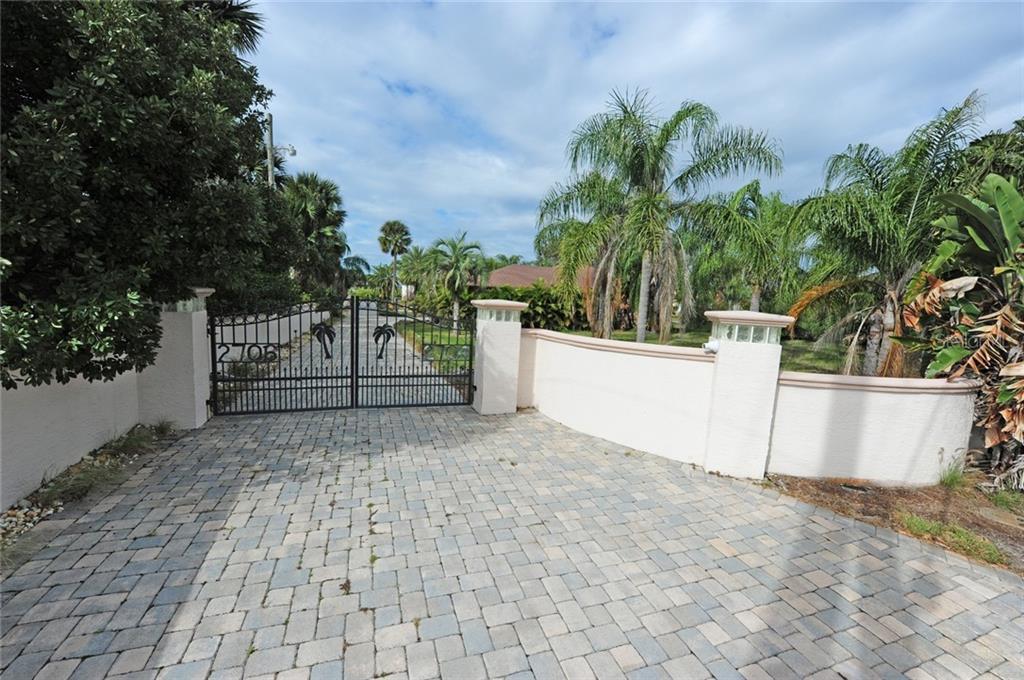 2704 S PENINSULA DR Property Photo - DAYTONA BEACH, FL real estate listing