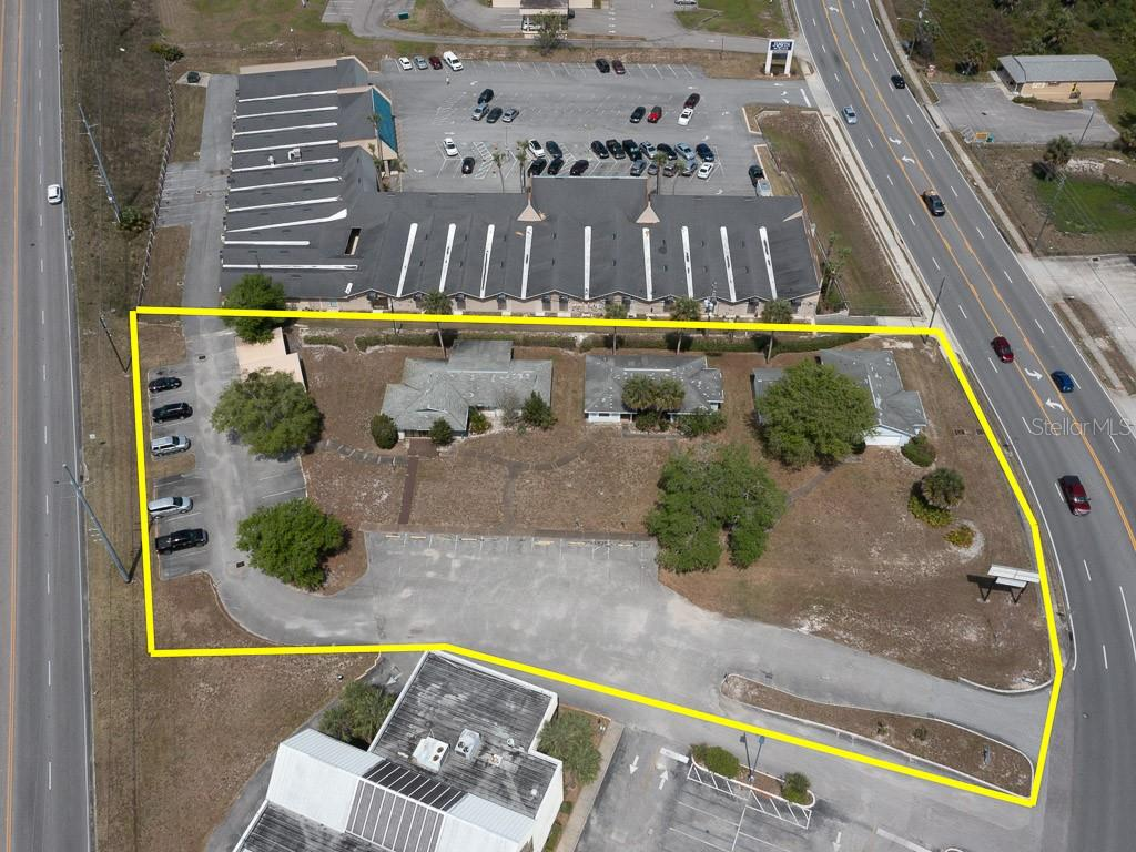 820 Deltona Boulevard Property Photo