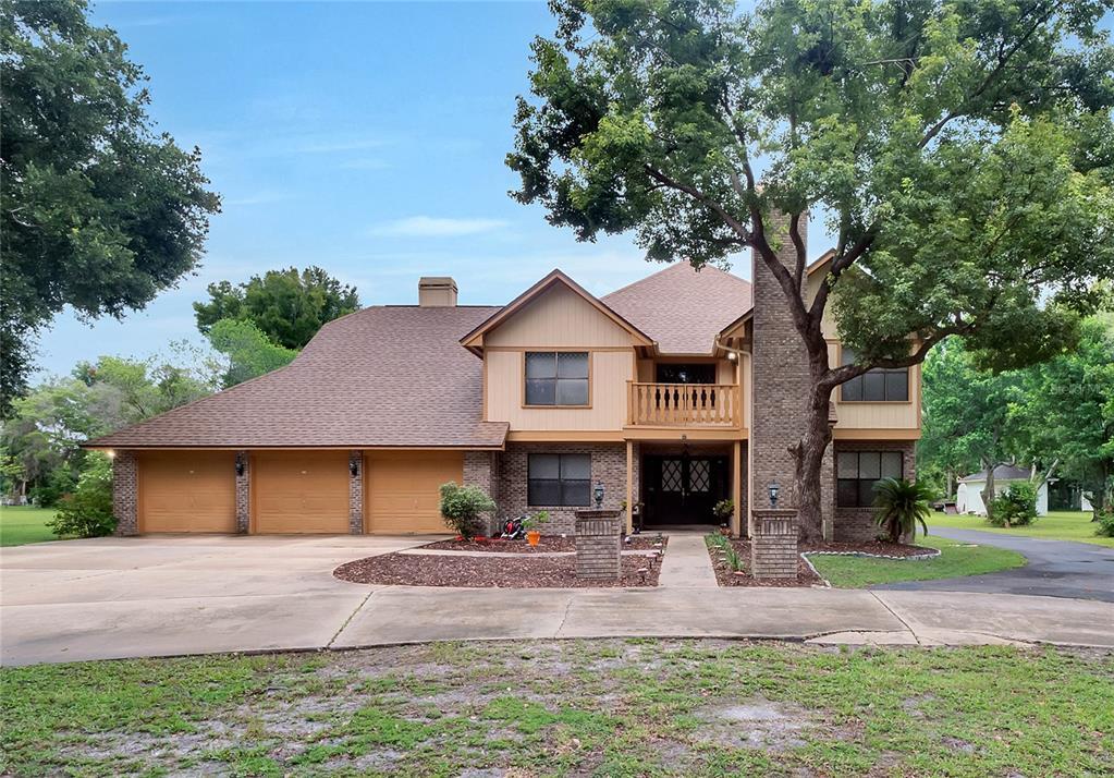 731 Saxon Boulevard Property Photo