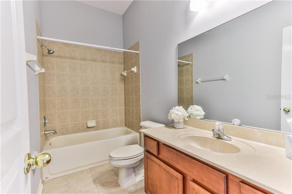 7030 DERWENT GLEN CIRCLE Property Photo - LAND O LAKES, FL real estate listing
