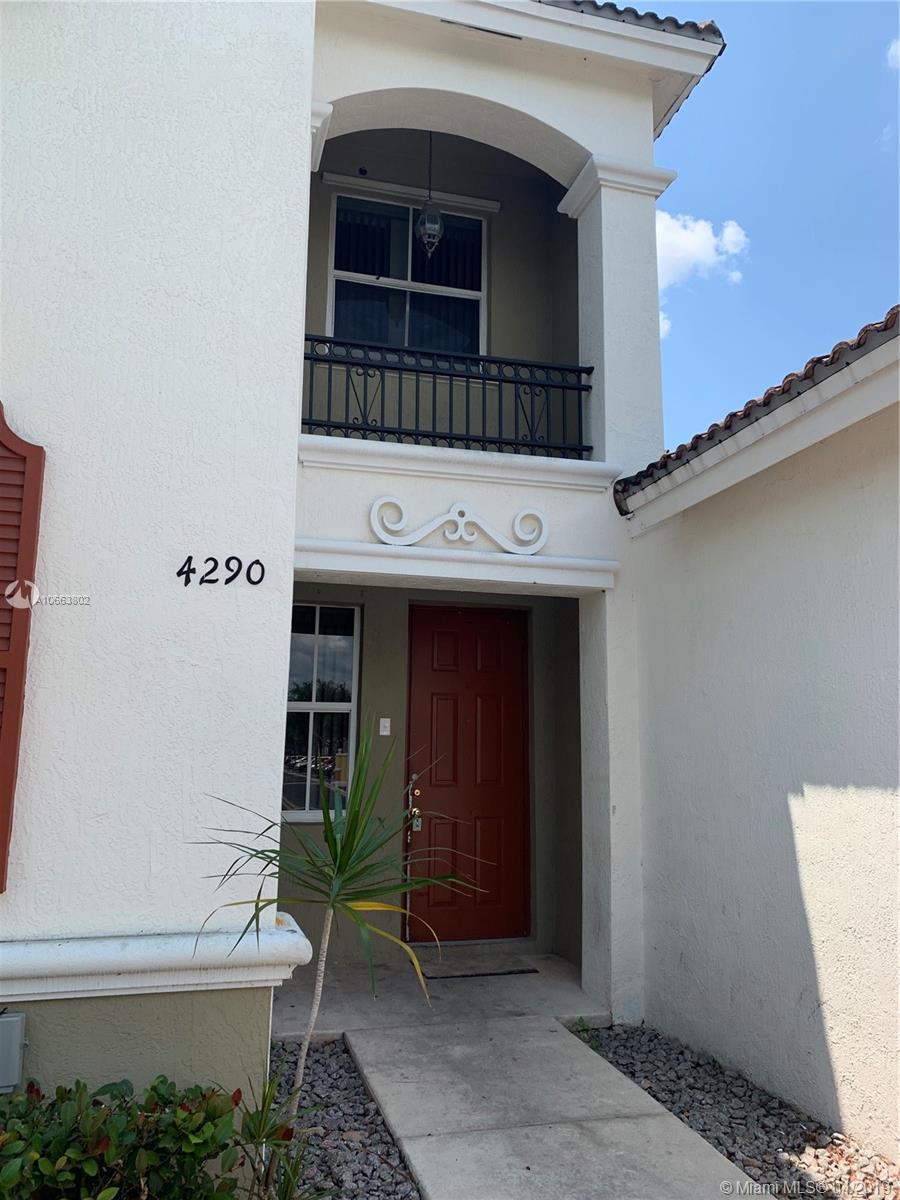 4290 NE 9th St #4290 Property Photo