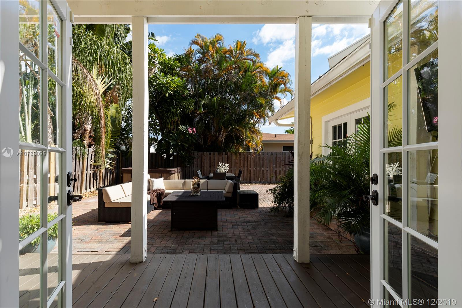2400 NE 19th Ave Property Photo - Wilton Manors, FL real estate listing